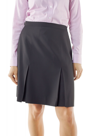 These tailor made gray winter skirts flaunt six panel pleats. With flat fronts, these made to measure wool skirts put to view handmade concealed zipper on the front left. They can be customized with wrinkle proof and washable wool.