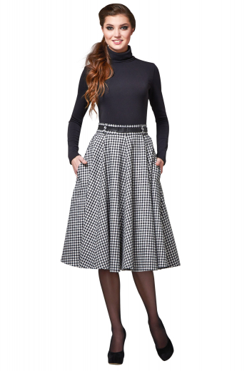 These classy handmade knee length plaid skirts flaunt eight tailor made panels, each pleated at the hem. Displaying two made to measure vertical front pockets and a custom made concealed zipper on the side left, these bespoke formal skirts flaunt ruffled hems.