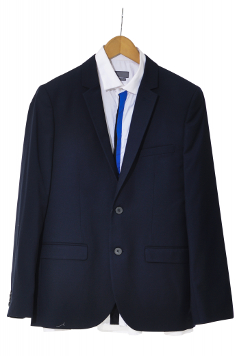 These men's black blazer are tailor made in a fine wool and tweed and cut to a slim fit, featuring single breasted button closure and notch lapels. It is a classic wardrobe staple!