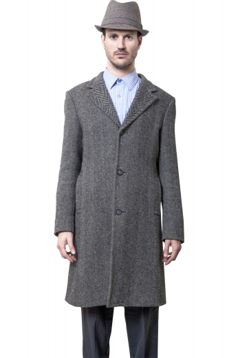 This men's grey coat is tailor made in a fine wool and tweed and cut to a slim fit, featuring a single breasted button closure, welt pockets, and edge stitched lapels.