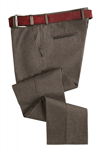 This men's brown houndstooth pant is tailor made in a fine wool blend and cut to a slim fit, featuring slash pockets, extended belt loops, and a flat front pleat. They are perfect for any formal wear, from the office to special occasions.