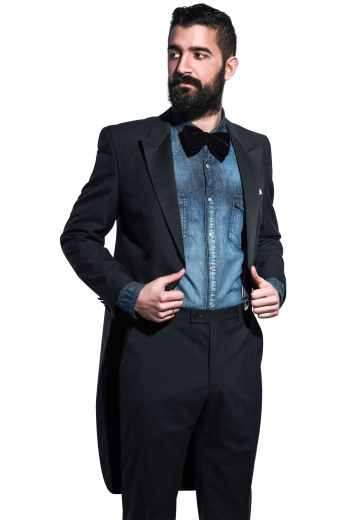 This men's pant suit is tailor made in a fine wool blend, featuring slash pockets and made in a slim fit cut. It is perfect for all formal occasions.