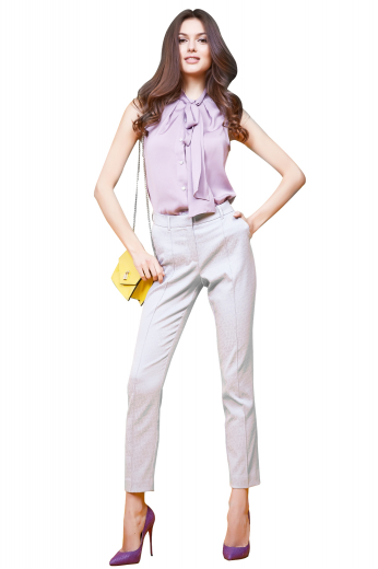 This women's pant is tailor made in a wool blend. It features front pockets and flare legs, it is perfect for all occasions.