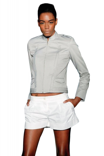 Custom tailored womens white shorts, with on seam pockets and a single reverse pleat. They close with a zip fly and stylish two point hook buttons on the waistband. You can flaunt these low waist shorts on summer day outs and beach parties. These stunner shorts can also be customized with wrinkle free cotton.